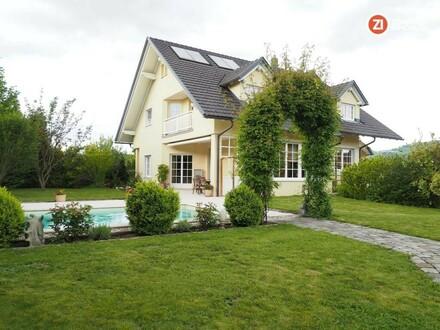 Exklusiv Wohnen - Traumhafte Villa mit Pool, Sauna und großzügiger Garage