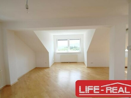 moderne Dachgeschoßwohnung in einer sehr ruhigen Lage