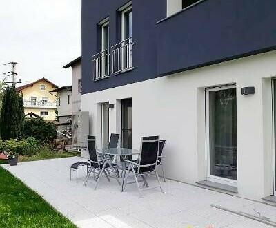 helles, modernes Mietwohnhaus in Ruhelage