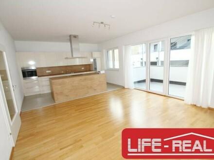 neuwertige, lichtdurchflutete, ruhige 4-Zimmerwohnung mit Garten und Balkon
