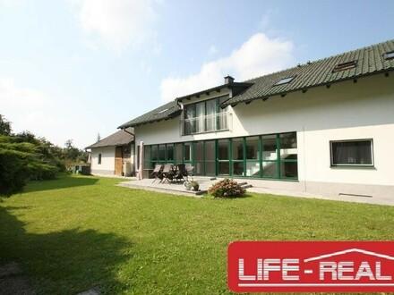 helles, modernes Mietwohnhaus in Ruhelage mit 3 Wohneinheiten