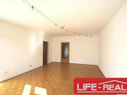 helle, ruhige und hofseitig gelegene 3-Zimmer Wohnung mit guter Verkehrsanbindung