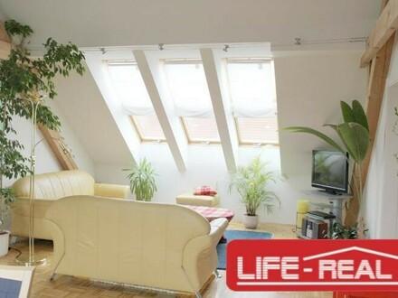 Schöne Dachgeschoßwohnung mit Eigengarten