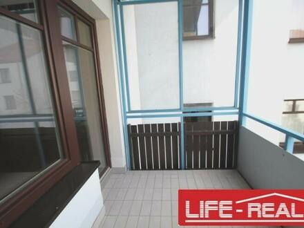 schöne Mietwohnung mit Loggia in ruhiger Lage in Lichtenberg