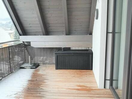 Sehr schöne, neuwertig, sonnig 3 Zi.-Wohnung mit großen Balkon, Kellerabteil, 2 Carport und Lift