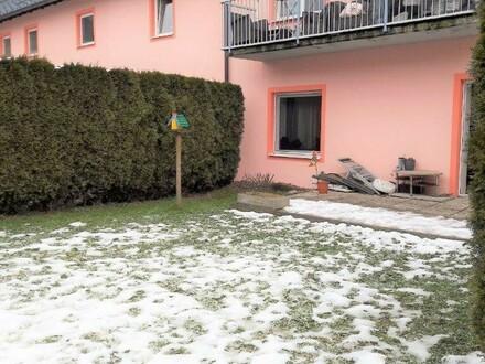 Sonnige 3 Zi.-Gartenwohnung mit einer Wfl. ca. 68m² und einem Garten mit ca. 56m², nahe dem Ortszentrum Henndorf.