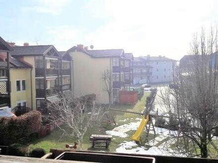 2-Zi-Wohlfühl-Dachgeschoß-Sonnenbalkonwohnung mit TG Platz und Kellerabteil in Oberndorf bei Salzburg.