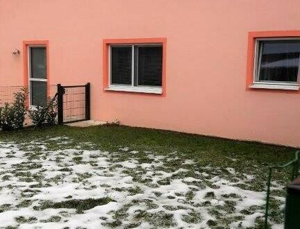 Neuwertige 2 Zi. Gartenwohnung in sonniger, ruhiger und Ortsnaher Lage.