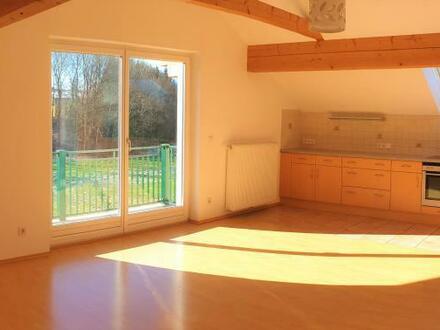 Neuwertige 2 Zi.-Dachgeschoß-Wohnung mit Balkon