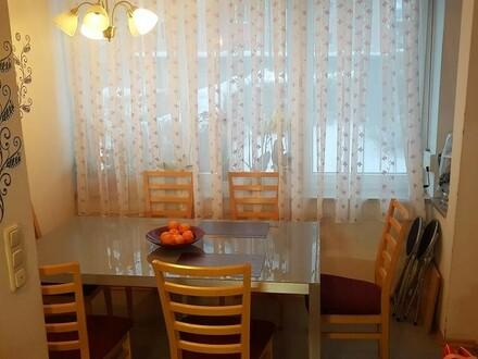 Familienfreundliche 3 Zimmer Wohnung mit großer Küche und hellem Essbereich, Balkon, TG, Keller