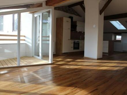 Liebevoll und hochwertig renovierte Wohnung mit Hauscharakter