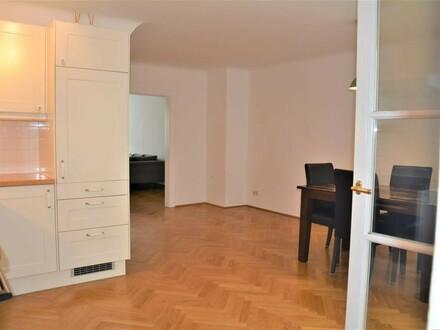Altstadt: 2 1/2 Zimmer-Wohnung mit Balkon!