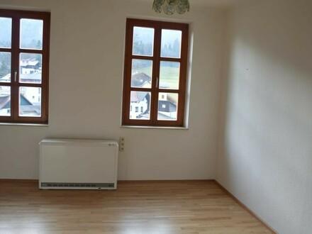 Neu renovierte 3 Zi-Dachgesschosswohnung mit Balkon!