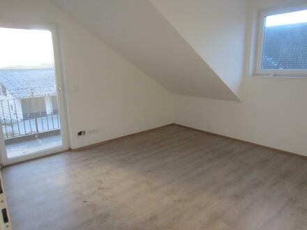 ERSTBEZUG: 3 Zi.-Neubauwohnung mit Balkon