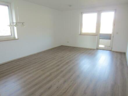 NEUER PREIS: Schöne 4 Zi.-Wohnung mit Balkon