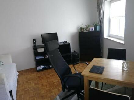Schöne kleine 2 Zimmer Wohnung