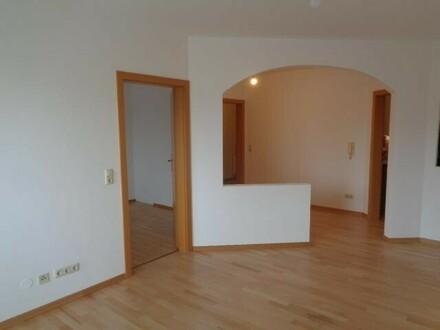 Schöne 2 Zi-Wohnung mit Balkon und Garage