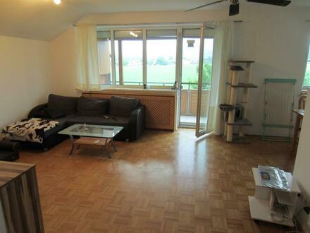 NEUER PREIS: Schöne 4 Zimmer Wohnung mit Balkon und Garage