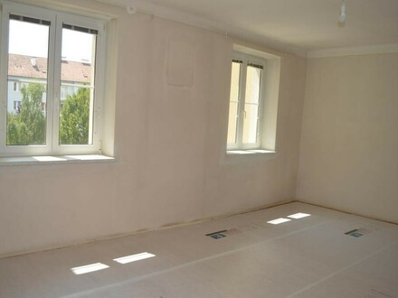 renovierte, sonnige 2 Zi-Wohnung mit Balkon