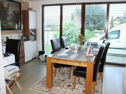 Top-moderne 4 Zimmer Wohnung mit Garten u. Terrasse