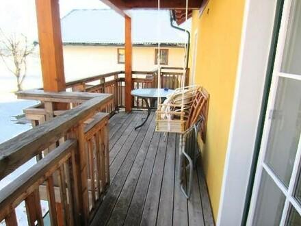 Neuwertige 3 Zi.-Wohnung mit Balkon
