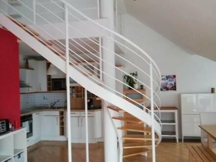 Sehr schöne möblierte 3-Zimmer Dachgeschosswohnung mit Galeri