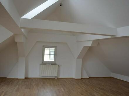 Moderne 5 Zi-Dachgeschosswohung!