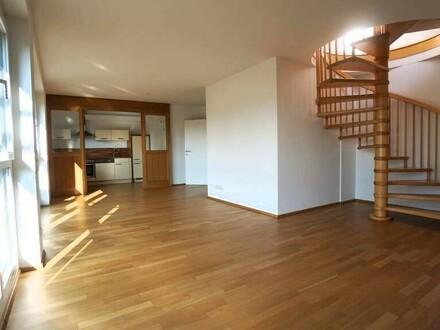 Einzigartige Penthousewohnung mit 93m² Dachterrasse, drei Balkonen, Parkplatz in guter Lage