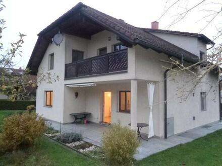 Schönes Haus mit großem Garten und Garage - Wohnen und Arbeiten unter einem Dach