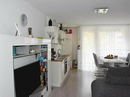 Anleger: Neuwertige 2 Zi.Wohnung mit Loggia