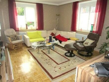 Schöne 4 Zimmer Wohnung mit Loggia