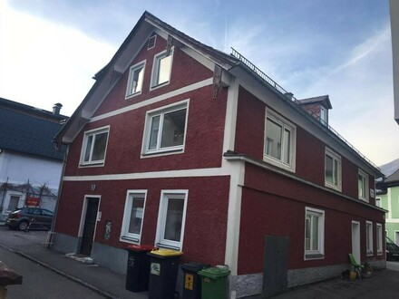 Mehrparteienhaus mit 3 Wohnungen in zentraler Lage!!