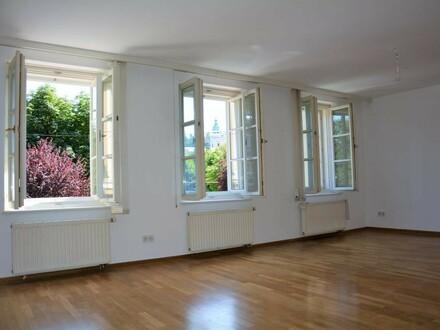 Großzügige 2-Zimmer Altbauwohnung