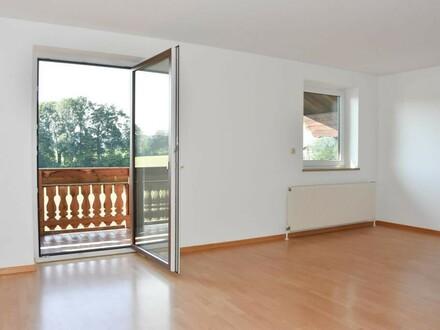 Großzügige DG-Wohnung mit Balkon und Garage