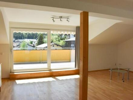 Neuwertige 4-Zimmer DG-Wohnung mit Terrasse und Balkon!