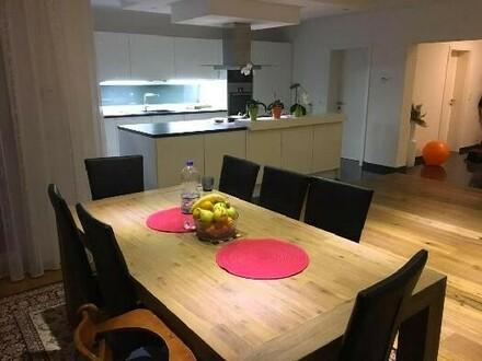 Küche & Essbereich am Abend