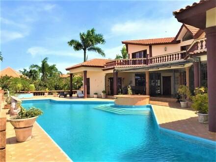 Traumhafte, luxuriöse Villa mit Pool in toller Lage!