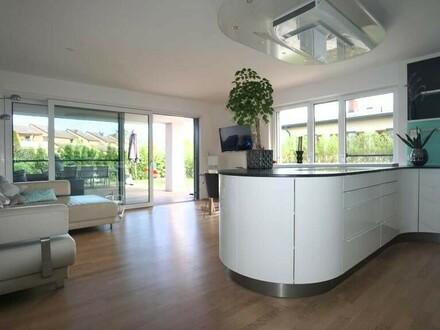 Neuwertige, exklusive 3 Zimmer Wohnung mit 300m² Garten und Schwimmteich