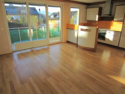 Exklusive 3 Zimmer Wohnung mit gr. Terrasse
