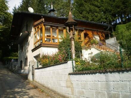 Zweifamilienhaus in ruhiger Alleinlage