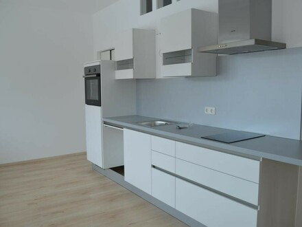 Neuwertige 2 Zi-Wohnung