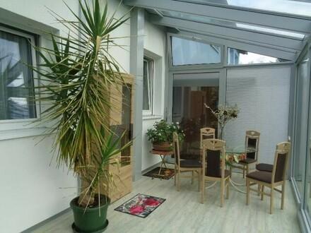 Wohnung mit Wintergarten, Garten und Autostellplatz
