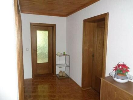 Wohnung mit Balkon und Garage