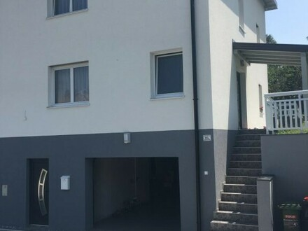 Sonnige Doppelhaushälfte mit Garage