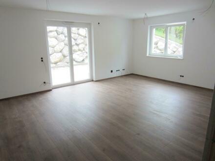 Bauvorhaben: Wohnungen mit Terrassen, Balkon und Carport