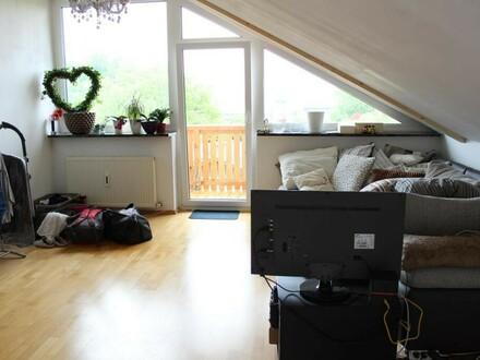 Gepflegte Dachgeschosswohnung m. Balkon