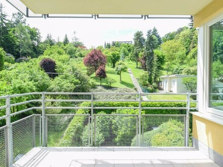 Mietwohnung, 3 Zimmer mit traumhafter Blick ins Grüne // Rental Apartment, 3 rooms with dreamful view in the greenery //