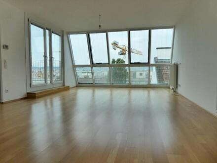toller Wohnraum mit Panoramafenster