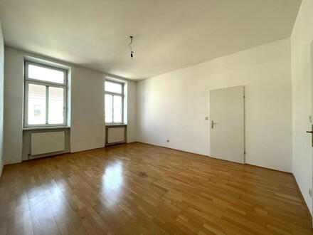 großer, heller Wohnraum