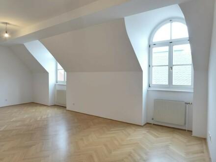 NEU: Helle DG-Wohnung (top-saniert mit neuer Küche) in 1A-City-Lage